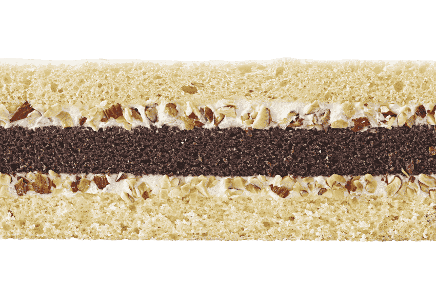 Сочетание шоколадного и классического бисквитов  со сливочным кремом и орехами