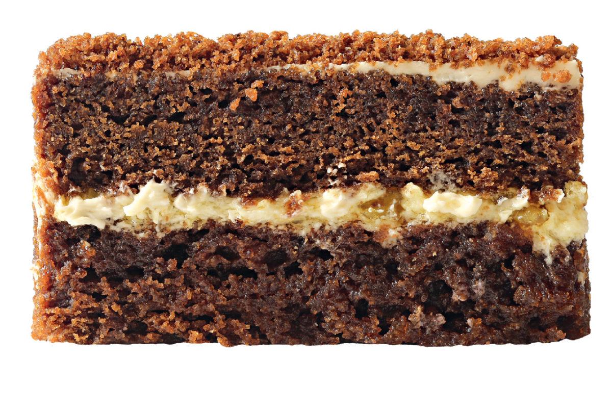 Пряный шоколадный бисквит с кусочками лимона и взбитыми сливками #40