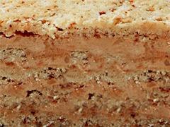 Эстерхази: Бисквитно-ореховые слои с прослойками сливочного и заварного крема с обжаренной миндальной крошкой