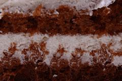 ДОМАШНИЙ - слои сдобного бисквита «пражский» нп сметане, с прослойками нежного сметанного крема со сливками.