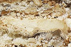 КИЕВСКИЙ - это основа из безе в сочетании с необыкновенными орешками и прослойкой изумительного сливочного крема с молочным и шоколадным вкусом.
