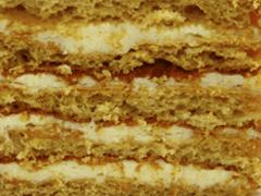 МЕДОВИК - знакомая с детства «классика». Медовые коржи с кремом из вареной сгущенки.