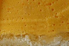 МУСС МАНГО - один слой тонкого рулетного бисквита и пышный слой суфлейной массы из манго с кусочками консервированного ананаса.
