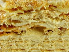 НАПОЛЕОН - тонкие коржи из слоеного теста с прослойками легкого заварного крема.