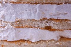 РАФАЭЛЛО - несколько слоев классического бисквита, йогурт, кокосовая стружка, белый шоколад и сгущенное молоко.