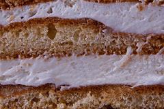 СМЕТАННИК -медовый бисквит с пропиткой из сахарного сиропа с ликером, с прослойками сметанного крема.